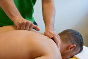 Массаж при болезнях спины